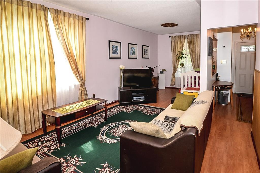 47 SOMERSET Avenue - Living Room
