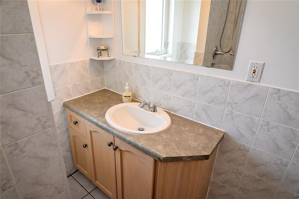 47 SOMERSET Avenue - 4 Piece Bathroom